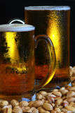 Caneca de cerveja na tabela Imagem de Stock Royalty Free