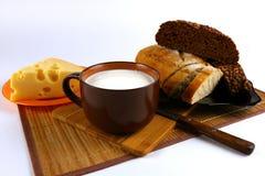 Caneca de leite, de queijo e de pão Foto de Stock Royalty Free