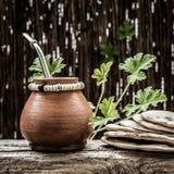 Caneca do companheiro do yerba da argila e tortilhas - quadrado Foto de Stock