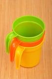 Caneca do plástico da cor Fotografia de Stock Royalty Free