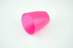 Caneca plástica cor-de-rosa no fundo branco Imagem de Stock Royalty Free