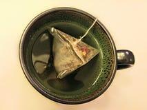 Caneca redonda do chá verde do círculo fotografia de stock