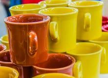 Canecas de café cerâmicas sortidos Fotos de Stock Royalty Free