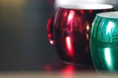 Canecas de café coloridas e sazonais Fotografia de Stock