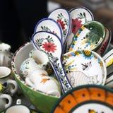 Canecas na feira da ladra do russo para a venda Foto de Stock
