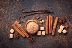 Canela, anis, cardamomo, trevo e açúcar Fotografia de Stock Royalty Free