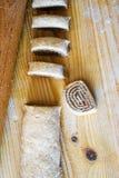 Canela caseiro doce Rolls para o Natal com chocolate, da parte superior imagens de stock royalty free