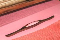 Canela de tecelagem na urdidura Imagens de Stock Royalty Free