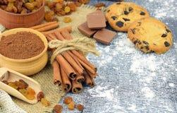 Canela e ingredientes festivos do cozimento Close-up Ano novo CH fotografia de stock royalty free
