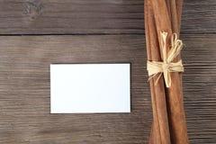 Canela e papel Fotos de Stock Royalty Free