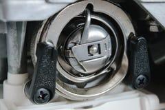 Canela vertical na máquina de costura Foto de Stock