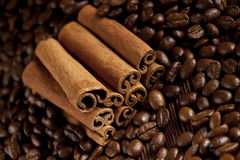 Canella sticks and coffee grains Royalty Free Stock Photography