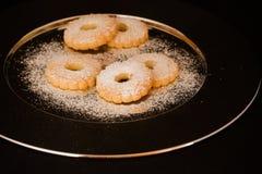 Canestrelli de las galletas en una placa del acero Foto de archivo libre de regalías