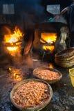 Canestri bolliti del gamberetto Frutti di mare che elaborano al mercato ittico in Quy Nhon, Vietnam del sud Fotografia Stock Libera da Diritti