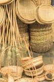 Canestri dell'artigianato e parecchi pezzi in paglia in Aracaju Brasile fotografie stock