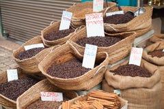Canestri di vimini del caffè in caffè arabo Brasile C della Costa Rica del mercato immagine stock