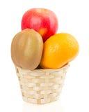 Canestro con i frutti isolato su bianco Immagini Stock Libere da Diritti