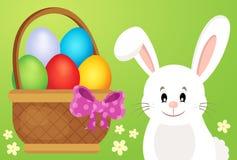 Canestro con le uova ed il coniglietto di pasqua 1 Fotografia Stock Libera da Diritti