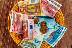 Canestro con soldi dalle donazioni Fotografia Stock Libera da Diritti
