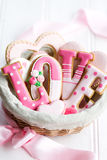 Canestro del regalo del biscotto del biglietto di S. Valentino Immagine Stock