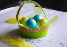 Canestro dell'uovo di Pasqua fotografia stock