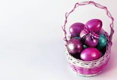 Canestro delle uova di Pasqua di Pasqua Fotografia Stock Libera da Diritti