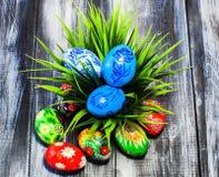Canestro delle uova di Pasqua di Pasqua Fotografie Stock Libere da Diritti