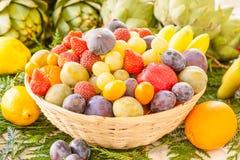 Canestro di frutta Immagine Stock Libera da Diritti