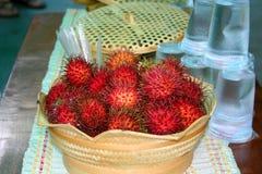 Canestro di frutta del Rambutan Fotografie Stock