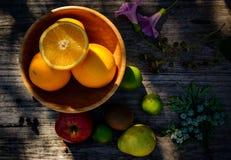 Canestro di frutta di estate Fotografia Stock