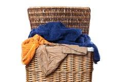 Canestro di lavanderia fotografia stock libera da diritti