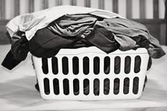 Canestro di lavanderia fotografia stock
