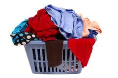 Canestro di lavanderia dei vestiti Immagini Stock Libere da Diritti