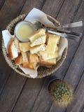 Canestro di pane tostato Fotografie Stock