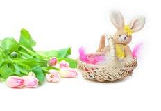 Canestro di Pasqua, tulipani Immagine Stock Libera da Diritti