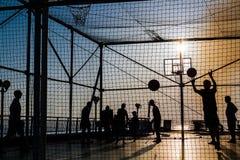 Canestro di sport di tramonto Fotografia Stock