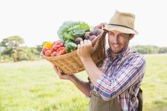 Canestro di trasporto dell'agricoltore di veg Immagini Stock Libere da Diritti