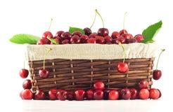 Canestro in pieno delle ciliege Immagini Stock Libere da Diritti