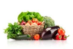 Canestro pieno delle verdure mature Immagini Stock Libere da Diritti