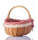 Canestro vuoto di picnic su fondo bianco Fotografia Stock