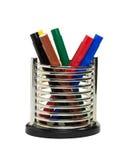 Canetas com ponta de feltro coloridas no recipiente Fotografia de Stock Royalty Free