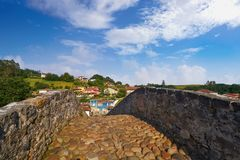 Cangas DE Onis Romein brug in Asturias Spanje stock foto's