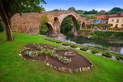 Cangas DE Onis Romein brug in Asturias Spanje stock afbeelding