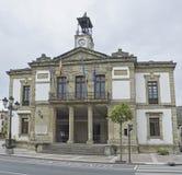 Cangas de Onis Stadshus i Spanien Arkivfoton