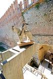 Cangrande雕象我在城堡堡垒(Castelvecchio)的della斯卡拉在维罗纳 库存图片