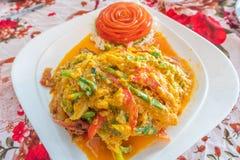 Cangrejo de caparazón blando sofrito en polvo de curry imagenes de archivo