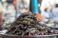 Cangrejos salados en un mercado tailandés Imagen de archivo libre de regalías