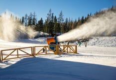 Canhão da neve na ação Foto de Stock