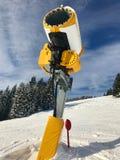 Canhão da neve na pista do esqui Imagem de Stock Royalty Free
