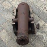 Canhão do ferro com transporte de madeira Foto de Stock Royalty Free
